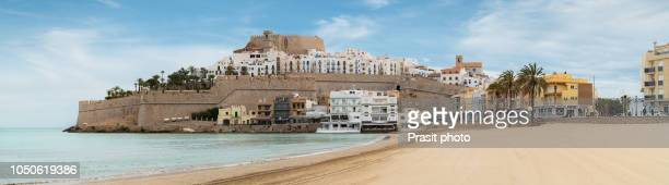 pope luna's castle. valencia, spain. peniscola. castell. the medieval castle of the knights templar on the beach. beautiful view of the sea and the bay. - peniscola photos et images de collection