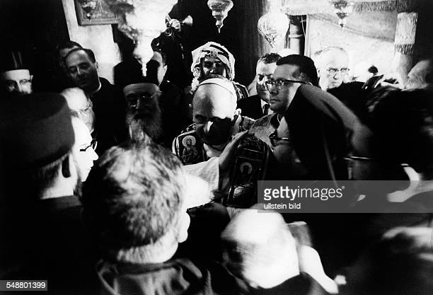 Pope Paul VI *26091897 Pope 19631978 visit to Jerusalem the Pope praying in the Church of the Resurrection 1964 Photographer ullstein Blume Vintage...
