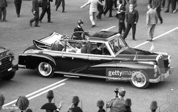 Pope Paul VI goes to the Quirinal Palace for the 'Balzan Prize' in 1966