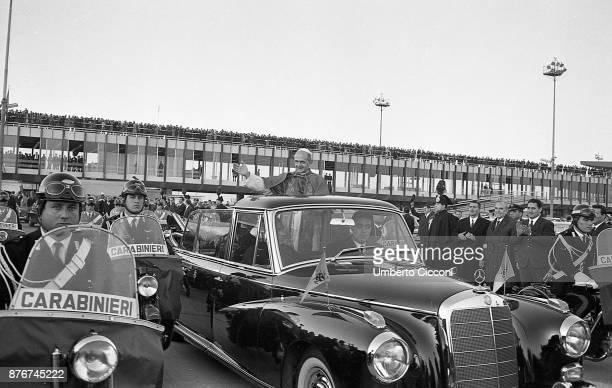 Pope Paul VI greets the crowd in Fiumicino 1964