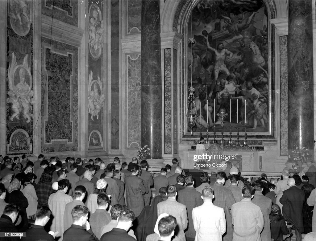 Pope Pius XII opens the ceremonial doors for the Jubilee year 1950. & Pope Pius Xii Photos \u2013 Pictures of Pope Pius Xii | Getty Images