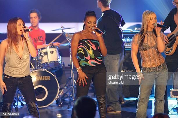 Popgruppe GrossbritannienMutya Keisha und Heidi bei einem Auftritt in der Sat1Sendung 'Pop 2003' in Berlin