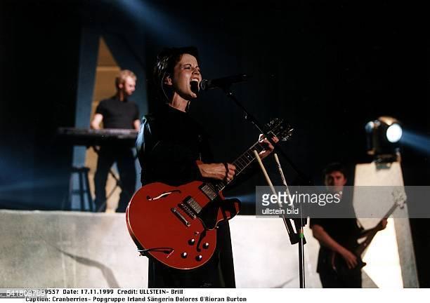 Popgruppe Irland bei einem Konzert in der DüsseldorferPhilipshalle im Vordergrund Sängerin DoloresO'Rioran Burton