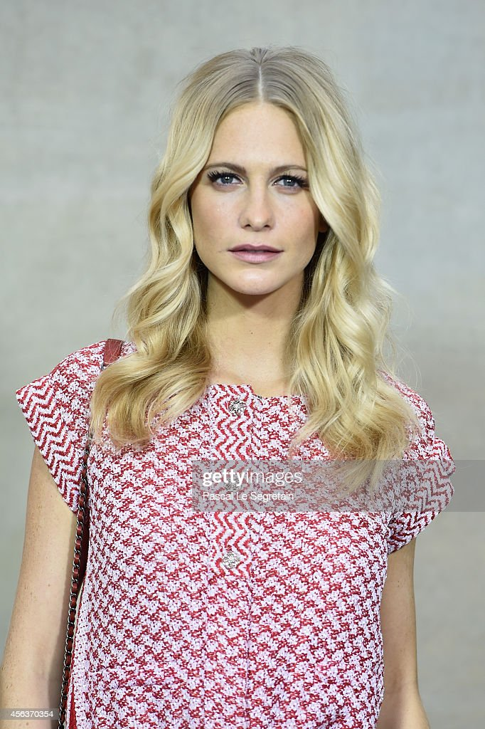 Poppy Delevingne attends the Chanel show as part of the Paris Fashion Week Womenswear Spring/Summer 2015 on September 30, 2014 in Paris, France.