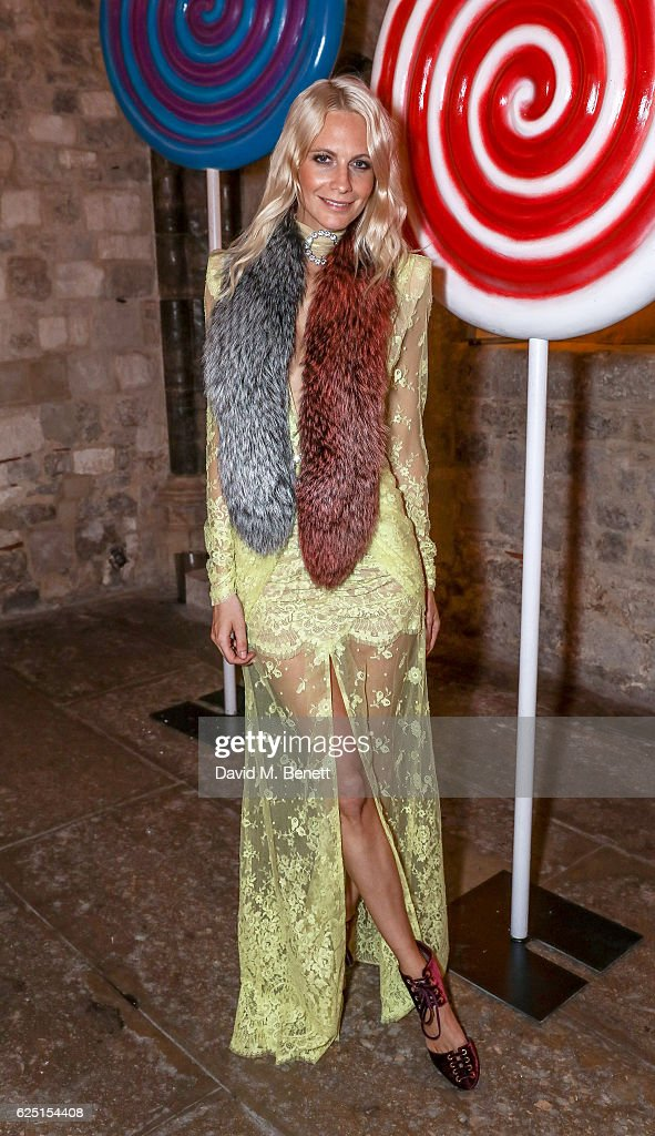 Poppy Delevingne attends the Save The Children Winter Gala at The Guildhall on November 22, 2016 in London, England.