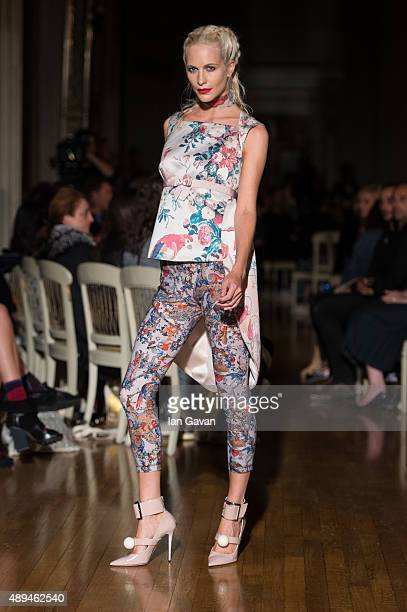 Poppy Delevingne walks the runway at the GILES show during London Fashion Week Spring/Summer 2016/17 on September 21 2015 in London England
