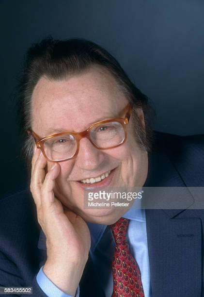 Popular Belgian comedian Raymond Devos is author of the 1996 book, Un Jour Sans Moi.