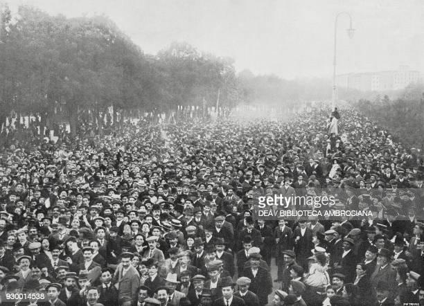 Popular demonstration against Antonio Maura in Madrid, October 1909, Spain, photo by Blanco, from L'Illustrazione Italiana, Year XXXVI, No 45,...