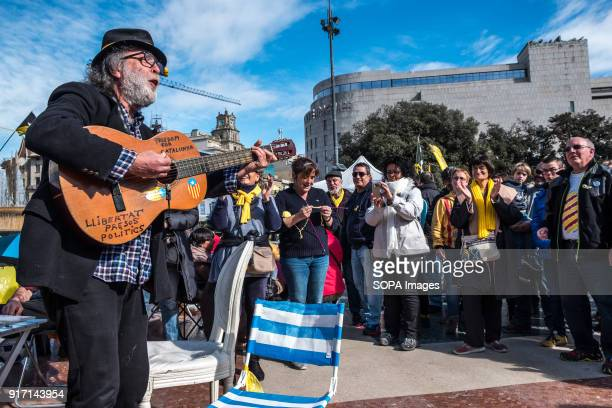 A popular follower of the proindependence demonstrations sings and plays guitar with the pro independence folk songs Several tents occupy the Plaza...