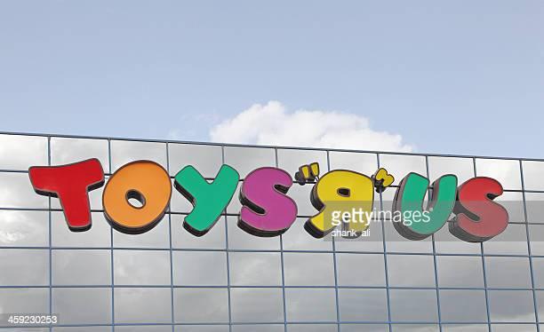 popular toy shop,Toys 'R' Us.
