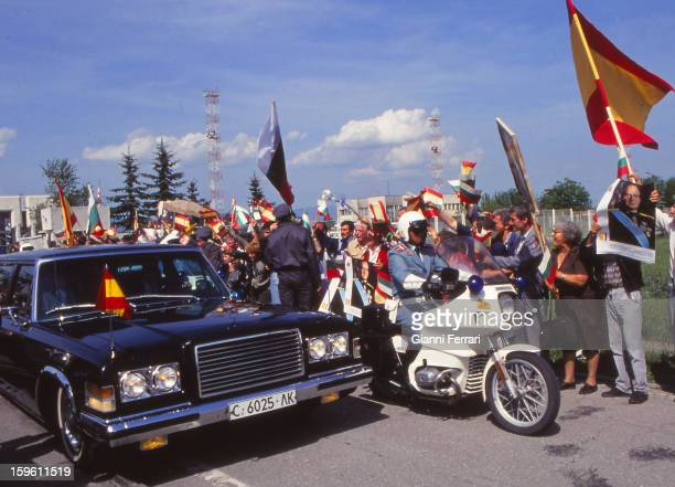 Popular welcome to the Spanish King Juan Carlos and Sofia on his arrival in the Bulgarian capital 23rd May 1993 Sofia Bulgaria