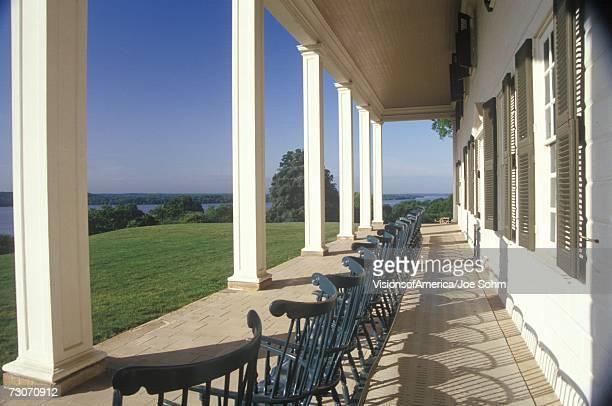"""porch at mt. vernon, home of george washington, mt. vernon, alexandria, virginia"" - バージニア州 アレクサンドリア ストックフォトと画像"
