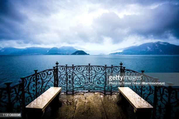 porch over lake como - como itália - fotografias e filmes do acervo