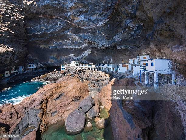 Poris de Candelaria, houses in a cave, rocky coast on the Camino del Poris, Pirates Cove, Tijarafe, La Palma, Canary Islands, Spain