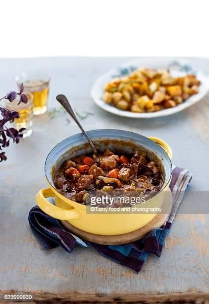 pork, beer, dried plum stew with root vegetables - dörrpflaume stock-fotos und bilder