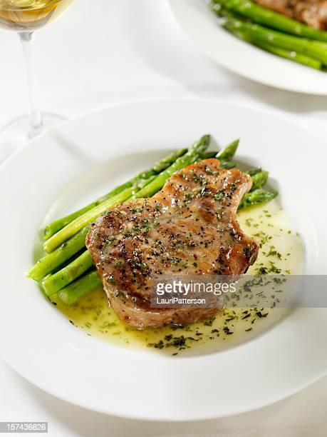 Chuleta de cerdo con una salsa de mantequilla de hierbas 2