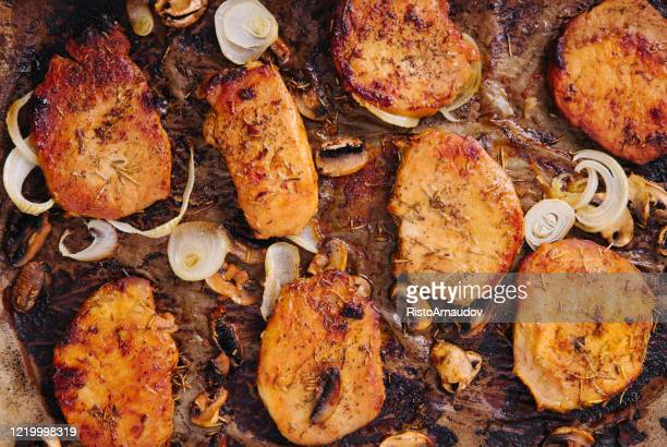 pork loin chops steak de porc grillé aux épices - côtelette photos et images de collection
