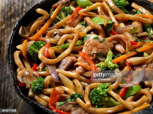 Porc, les légumes et les nouilles Stir Fry
