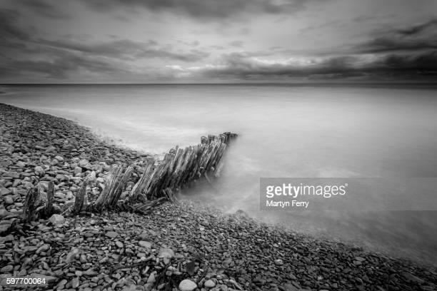 porlock harbour groynes - ポーロック ストックフォトと画像