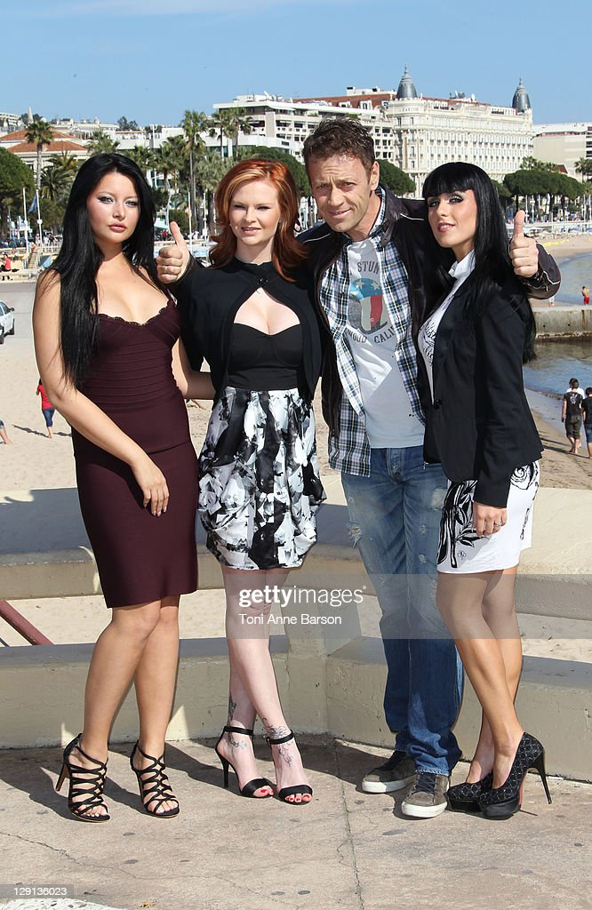 Rocco Siffredi And 'The Dorcel Girls' Photocall - MIPTV 2011 : Photo d'actualité