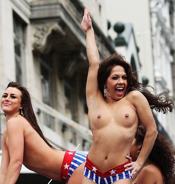 Big tit cheerleader pics voyer