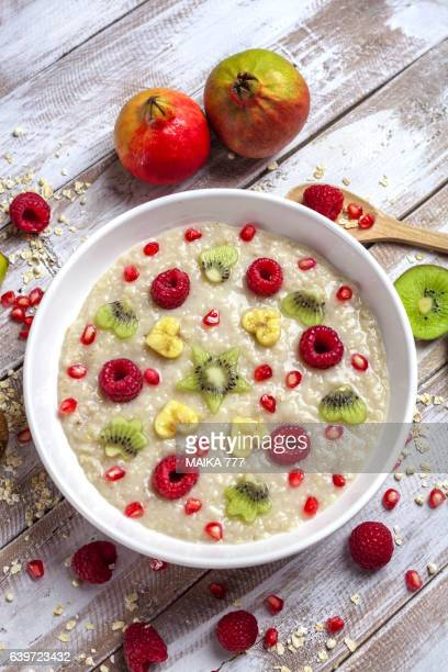 Porridge oats with fruits