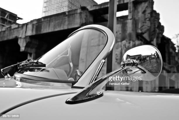 porsche 356 speedster mirror - porsche 356 stock photos and pictures