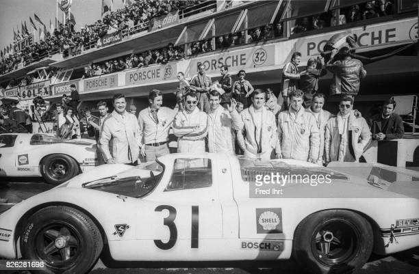 Porsche 908 team picture Jo Siffert Hans Herrmann #31 Position 43 Le Mans 1968 24 hour endurance race Race car driver Porsche Team Peter Falk...