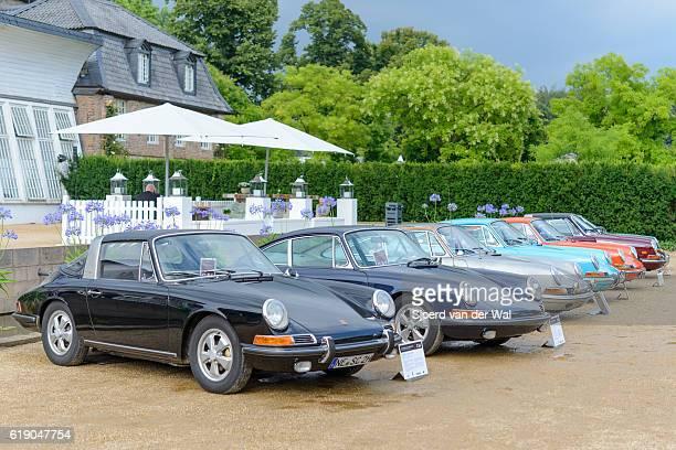 "porsche 911 and porsche 912 classic sports cars - ""sjoerd van der wal"" photos et images de collection"