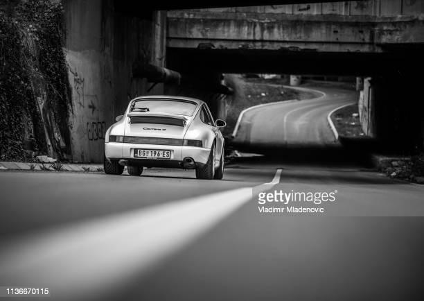 porsche 911 carrera - porsche 911 stock-fotos und bilder