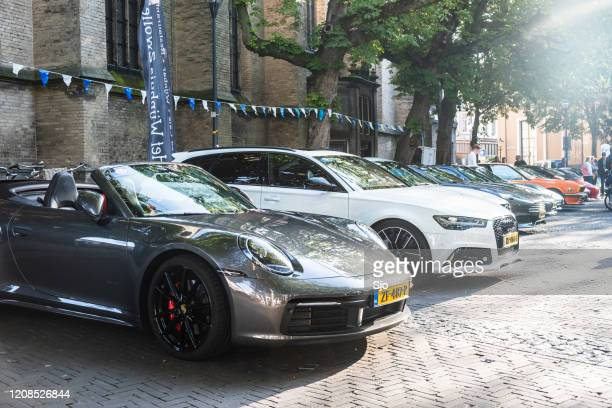"""porsche 911 carrera s cabriolet 992 sportwagen en audi rs6 avant performance stationwagon - """"sjoerd van der wal"""" or """"sjo"""" stockfoto's en -beelden"""