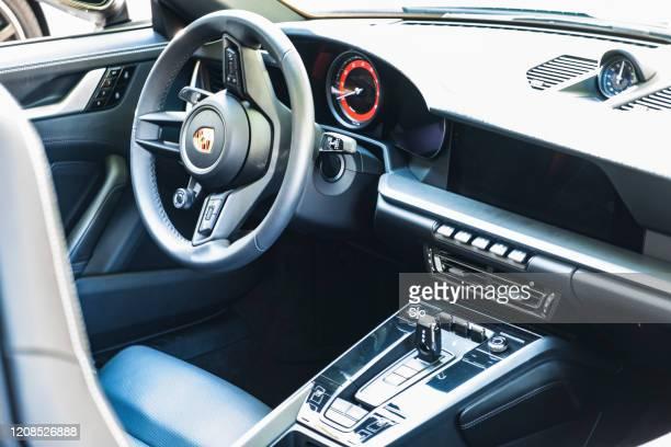 """porsche 911 carrera s cabriolet sportwagen interieur - """"sjoerd van der wal"""" or """"sjo"""" stockfoto's en -beelden"""