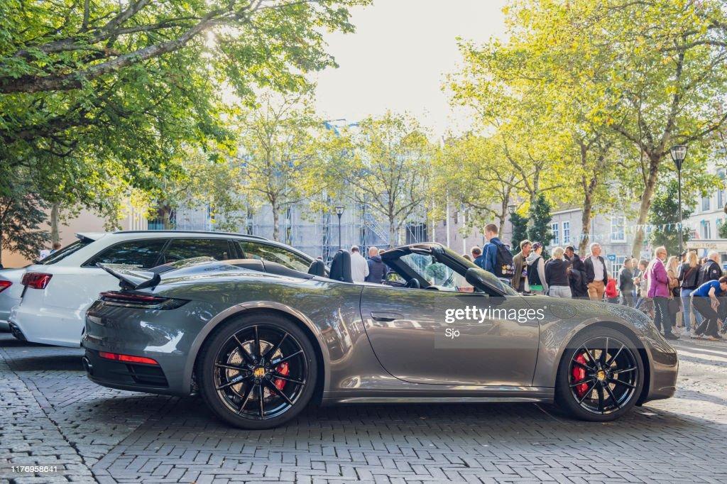 Coche deportivo Porsche 911 Carrera S Cabriolet : Foto de stock