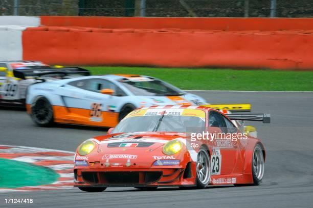 porsche 911 gt3 carro de corrida na pista de corrida de spa - desporto motorizado imagens e fotografias de stock