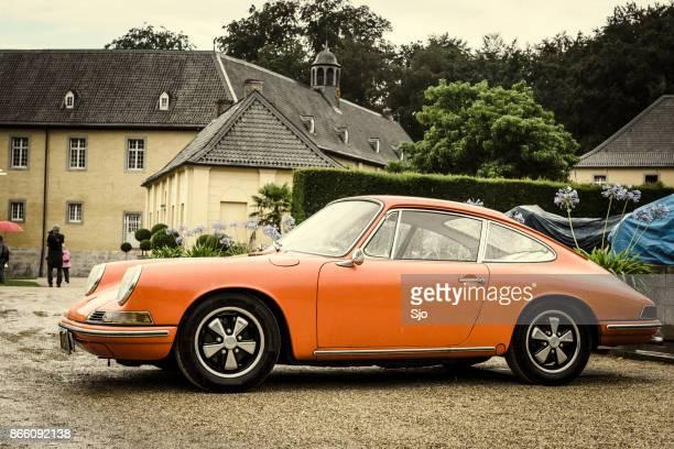 porsche 911 klassisch klassische sportwagen - porsche 911 stock-fotos und bilder