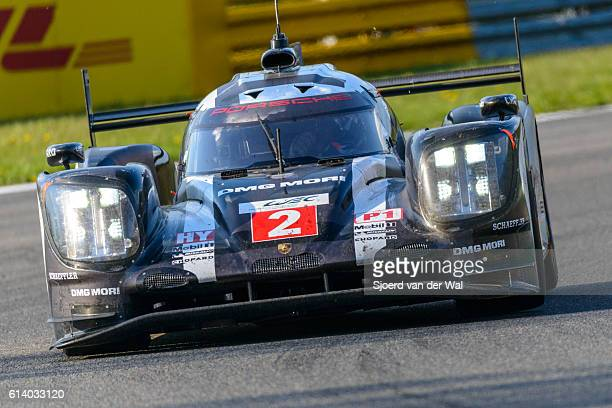 porsche 919 hybrid race car at spa francorcahmps - hybrid vehicle stock pictures, royalty-free photos & images