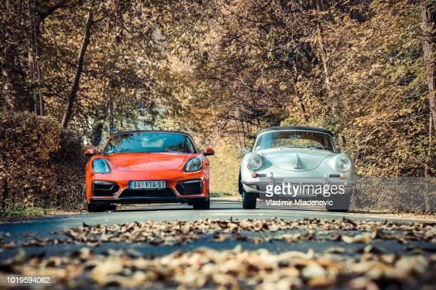 porsche boxter klassische versus neues modell - porsche 911 stock-fotos und bilder
