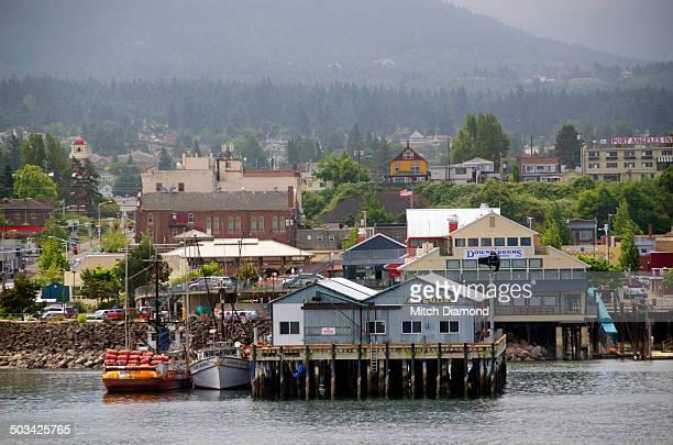 port angeles harbor and pier - bundesstaat washington stock-fotos und bilder