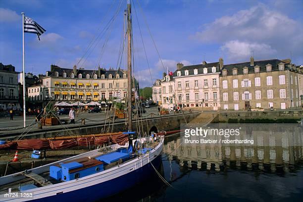 port area, town of vannes, golfe du morbihan (gulf of morbihan), brittany, france, europe - ヴァンヌ ストックフォトと画像