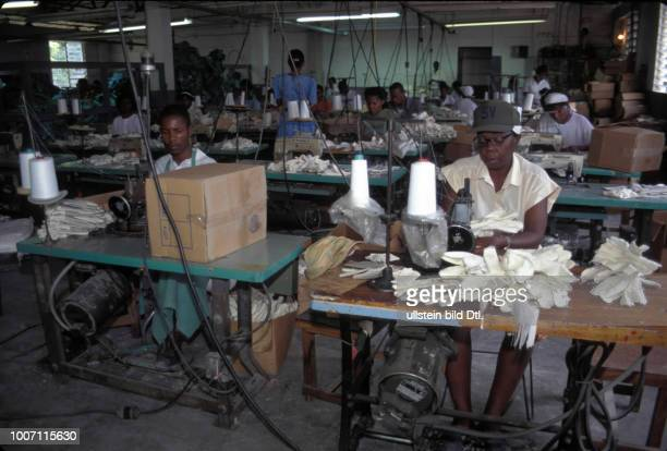FACTORY HAITI Port au Prince Workers at a clothing factory CDREF00141