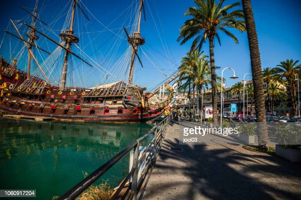 port city and the capital of northwest italy's liguria region. it's known for its central role in maritime trade over many centuries - genoa italy stock pictures, royalty-free photos & images