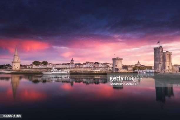 port de la rochelle, france. - la rochelle stock pictures, royalty-free photos & images