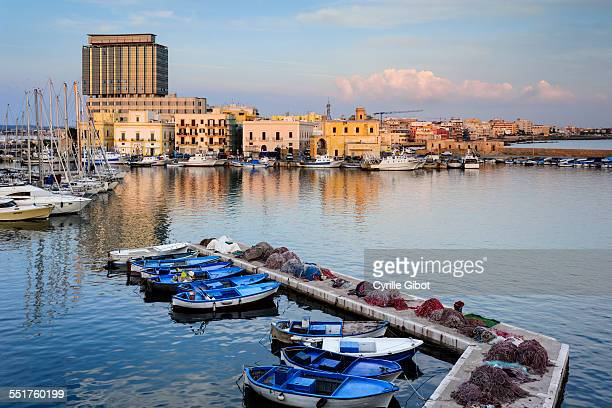 port of gallipoli, puglia, italy - gallipoli stock pictures, royalty-free photos & images