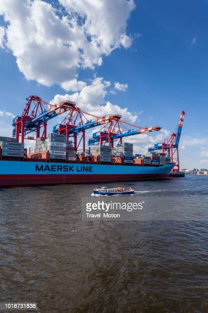 port of hamburg, germany - maersk stock pictures, royalty-free photos & images