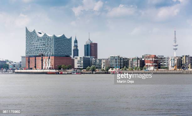 port of hamburg with elbphilharmonie - amburgo foto e immagini stock
