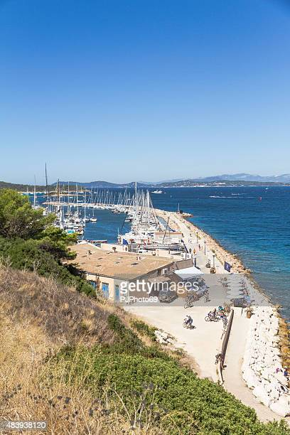 port of ile de porquerolles - french riviera - pjphoto69 stock pictures, royalty-free photos & images
