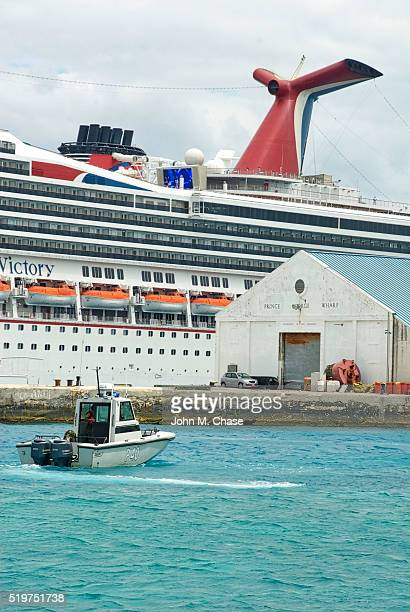 port of nassau, cruise ship, security - ship funnel stock photos and pictures