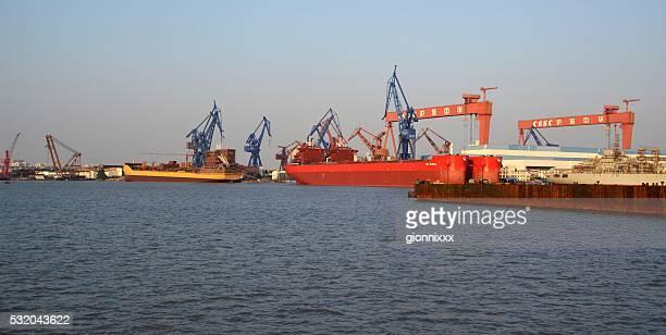 Port de Shanghai et la rivière Huangpu, Chine