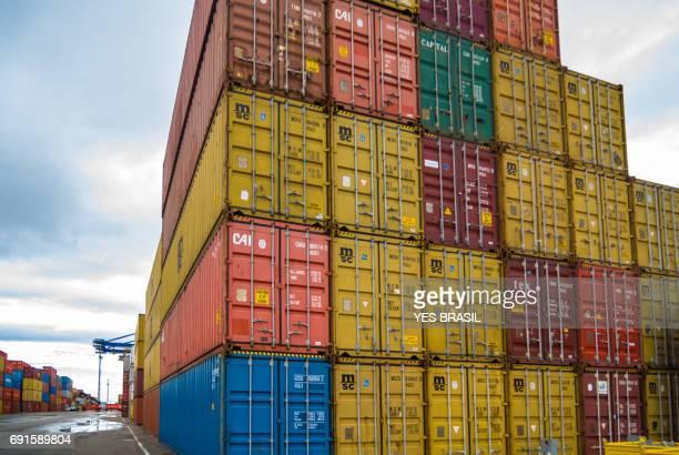Hafen der Stadt Navegantes - Schwerlast Transport erfordert Aufmerksamkeit und Pflege