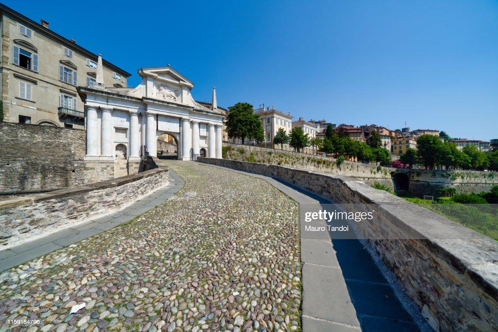 Porta San Giacomo (Saint James Door), Bergamo, Italy : Foto stock